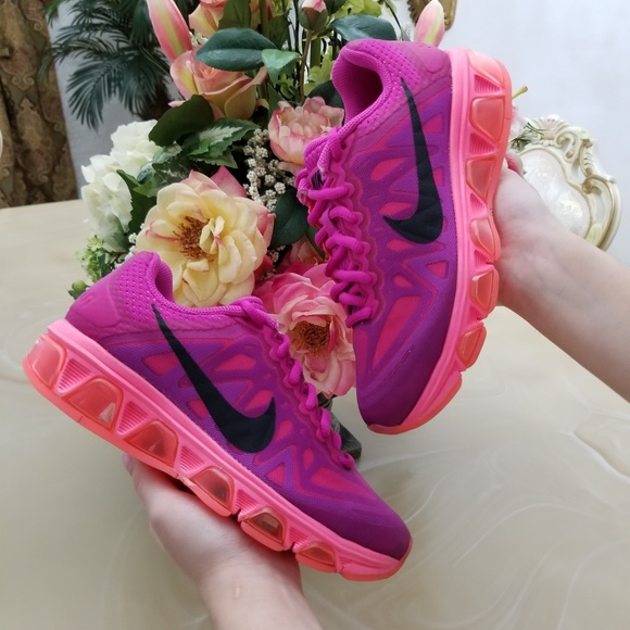 competitive price dbd1d 54da4 Nike Air Max Tailwind 7 Women s Shoes